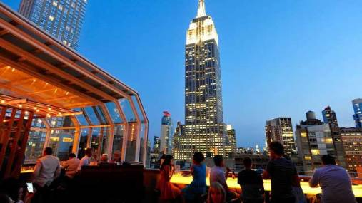 http://www.therooftopguide.com/rooftop-bars-in-new-york/top-of-the-strand.html